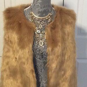 🌸Gorgeous faux fur vest new with tags🌸